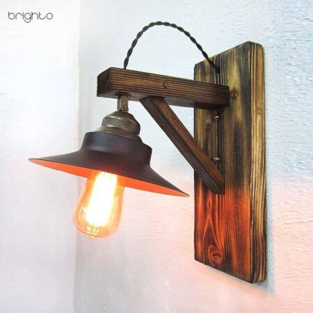 چراغ دیواری کلاه دار چوبی